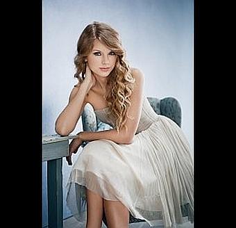 Taylor Swift at the MTV Awards