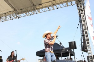 Justin Moore in concert