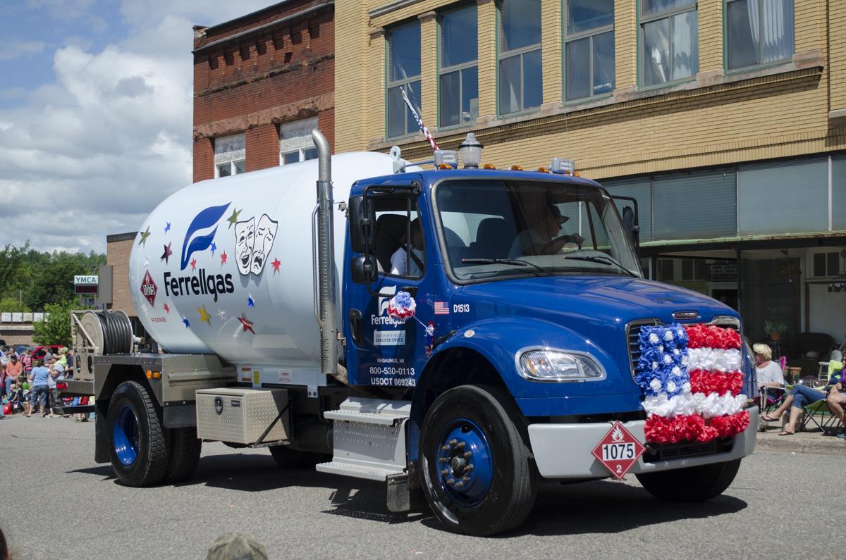 2016 negaunee pioneer days parade great lakes radio 42 for Newberry motors newberry michigan